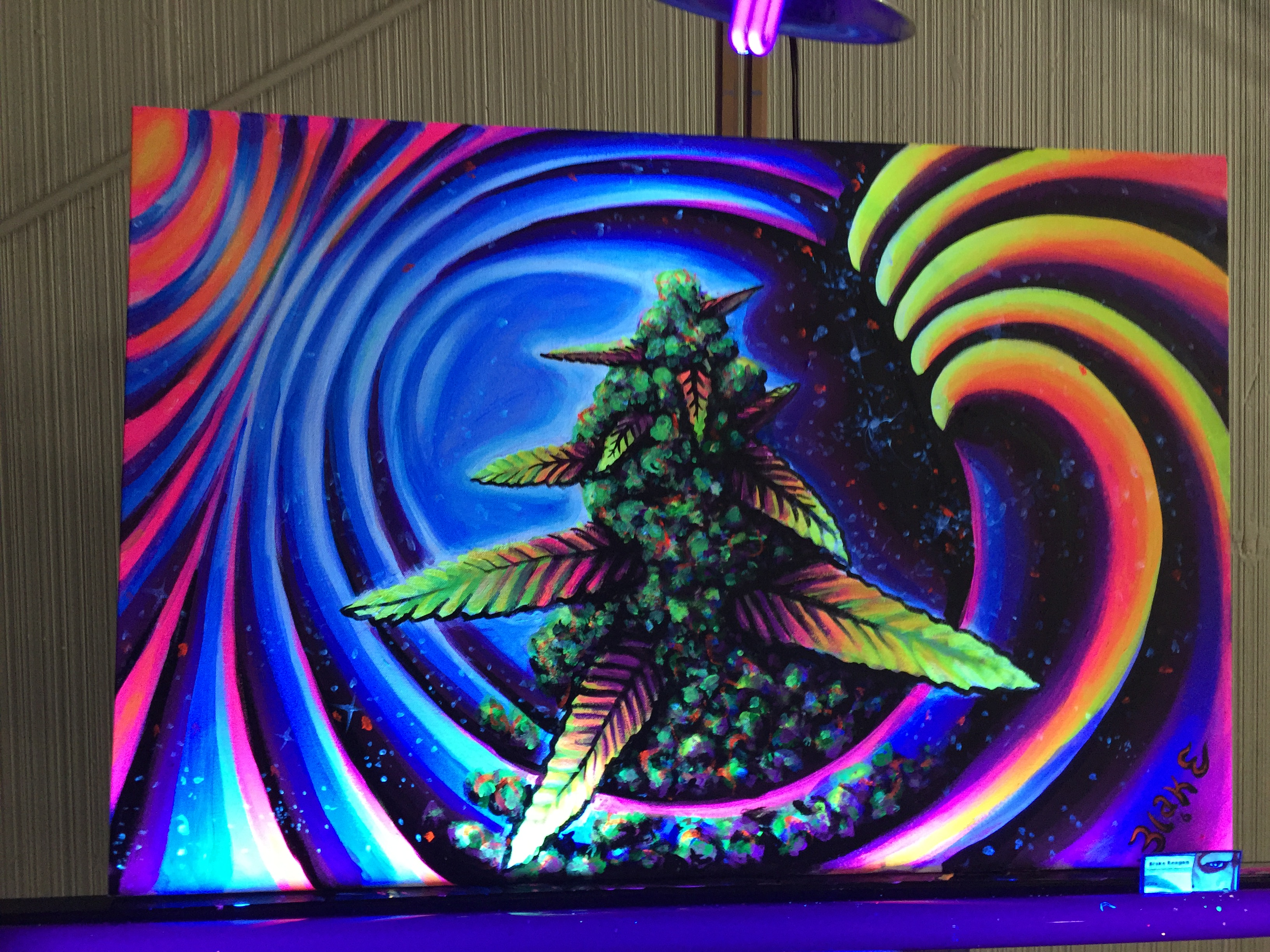 Glow in the Dark Art: live art done in real time at Cannifest